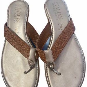Italian Shoemakers Women's Thong Sandals • size 8